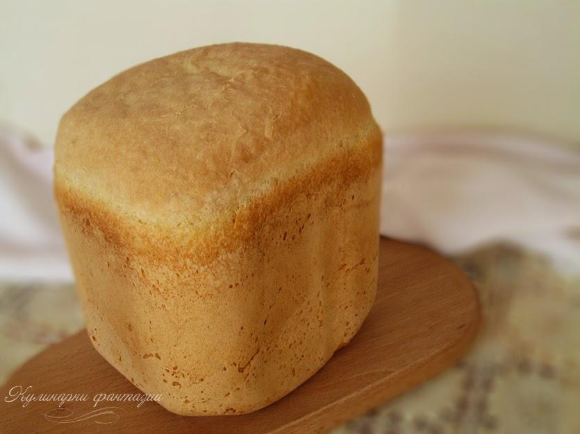 Бял хляб в хлебопекарна