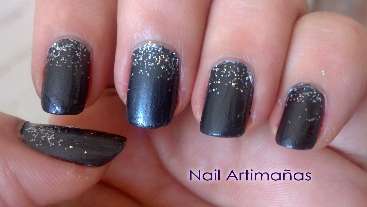 nail artimañas: Manicura gris con degradado de glitter, diseño fácil ...