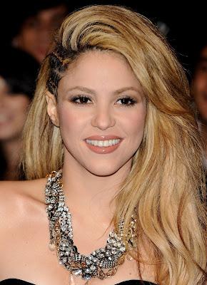 http://1.bp.blogspot.com/-OCuwZv2AK_A/URzOUJJv3_I/AAAAAAAAAI0/QAQxVhKRoJo/s1600/Shakira%2B-%2BPortrait.jpg