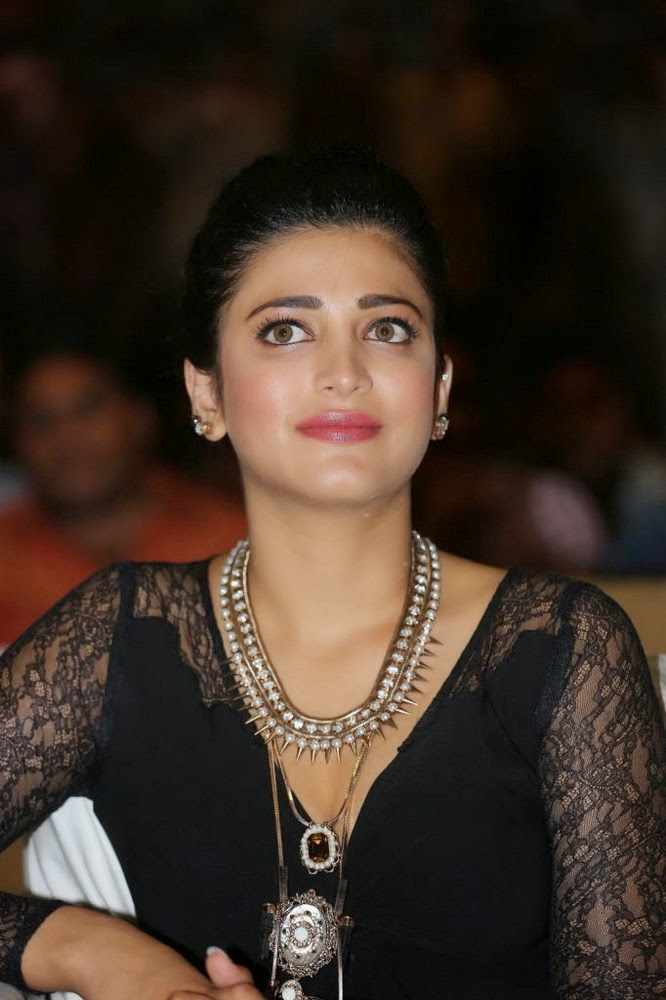 Shruthi haasan latest stills at Race Gurram success meet