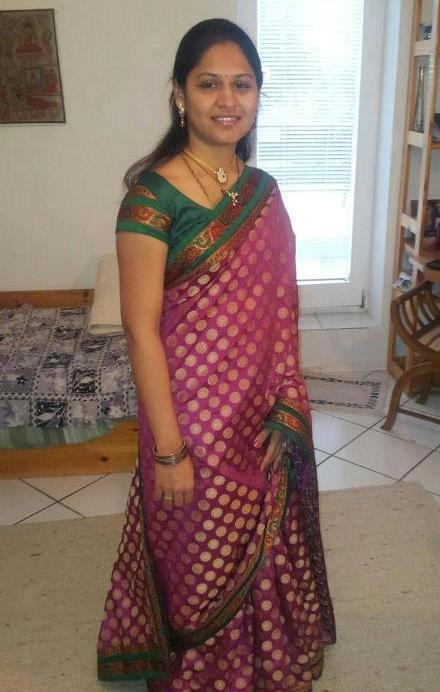 Indian Hot saree removing aunties photo collection