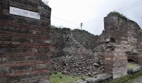 Il giornale del sud pompei crolla la casa di loreio for Piani della casa del sud