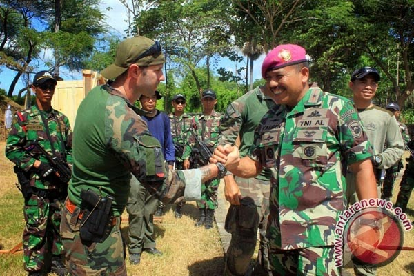 Marinir Indonesia-Amerika jelajahi hutan Banyuwangi