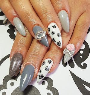 Black roses nail art