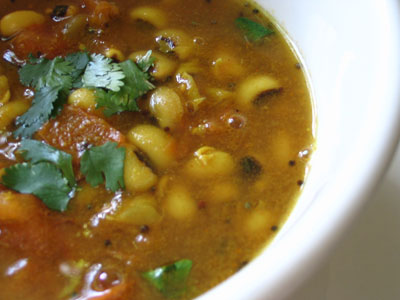 Black-Eyed Peas in an Indian Curried Soup