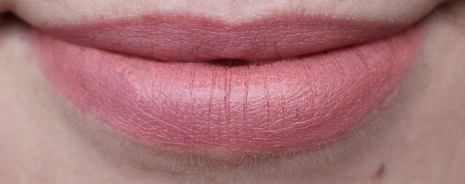 peachy pink lipstick
