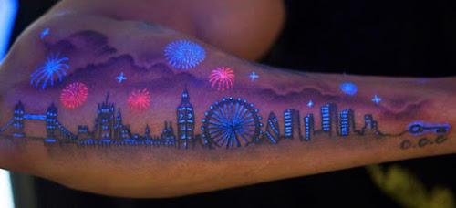 Tatoos UV, nova moda para os amantes das tatuagens e baladas.