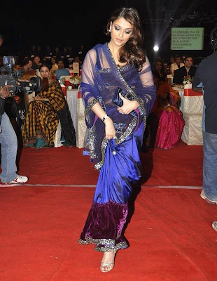 Aishwarya_Rai_in_blue_sari_Filmy Fun