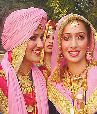 Posted in: Latest Punjabi Fashion , Punjabi Fashion , Punjabi World ...