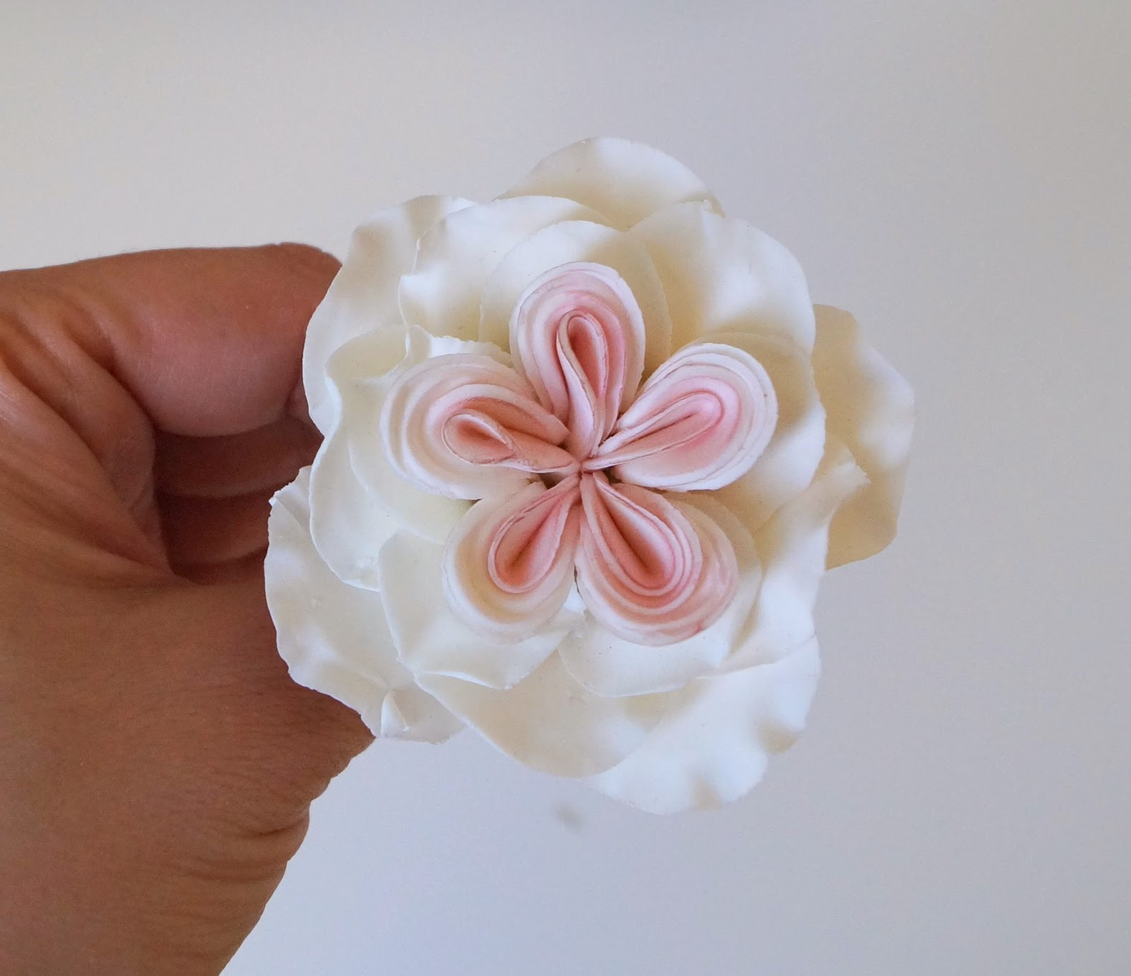 """gumpaste cabbage rose""""gumpaste flower""""cake decorating""""sugare floqers""""fondant decorating""""gumpaste decorating""""how to make a gumpaste rose"""