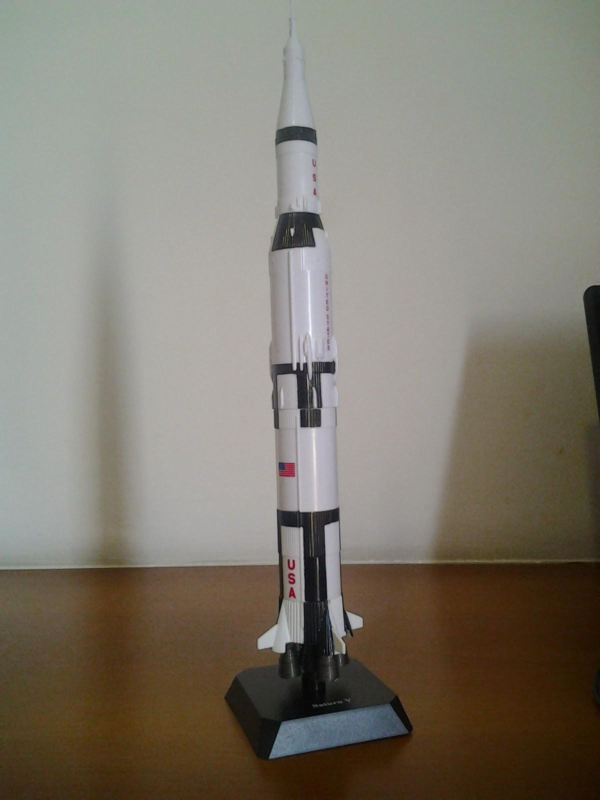 Miniatura do foguete Saturno V