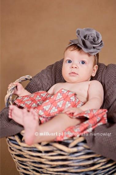 sesje zdjęciowe niemowląt, studio fotografii niemowlęcej, sesja fotograficzne dziecka, fotografia niemowlęca w poznaniu, zdjęcia na prezent