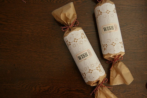 eco friendly gift wrapping by using toilet paper tubes
