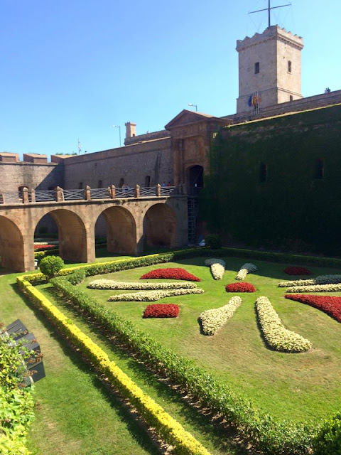 preppy blogger travel barcelona montjuic castle moat