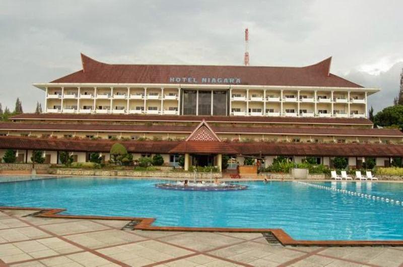 Hotel Niagara Parapat - Lake Toba