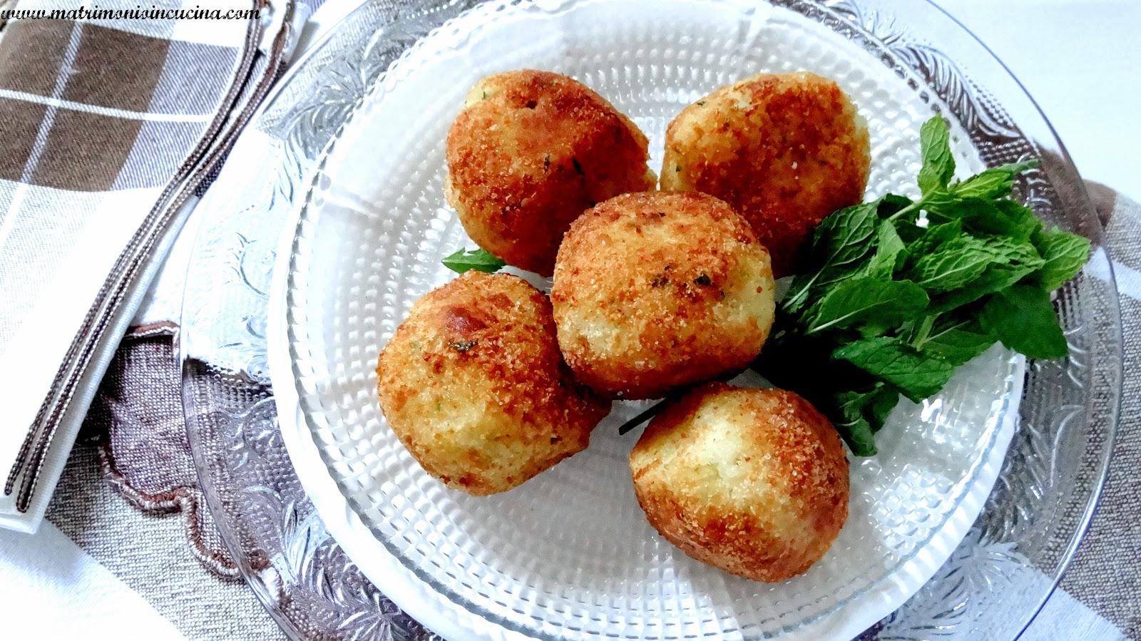 arancini di patate, ricotta, mozzarella ed erbette