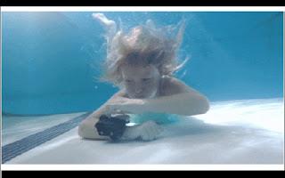 Um dispositivo de segurança que funciona como um airbag na água pode ajudar a evitar muitas mortes por afogamentos em piscinas, rios e no mar, de acordo com seus idealizadores. O projeto busca financiamento coletivo no site Indiegogo.
