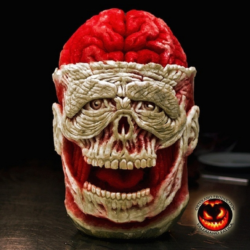 14-Watermelon-Skull-with-Brain-Valeriano-Fatica-Ortolano-Production-Food-Art-Sculptures-Carved-Fruit-Vegetables-www-designstack-co