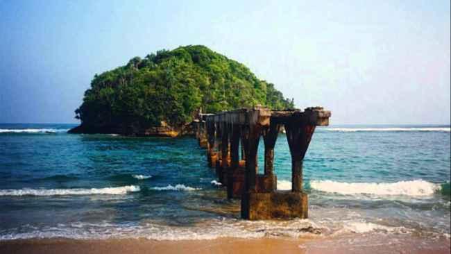 pantai jembatan panjang terletak di sebelah pantai balekambang