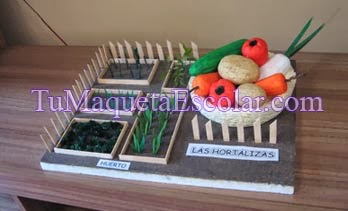 maqueta con verduras, huerto cercado y hortalizas.