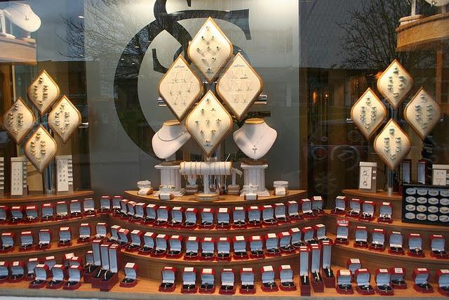 jewelry-store-display