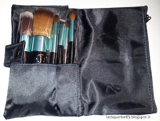 Set Pennelli Aqua Neve Cosmetics da aperto.