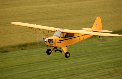 Saiba como se tornar um piloto comercial  Grass+Strip_4X6_300dpi