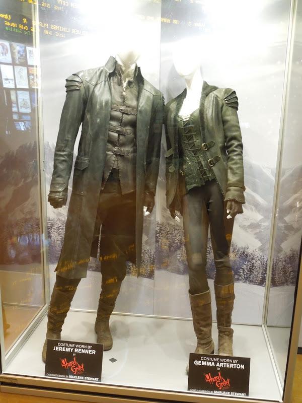 Jeremy Renner Gemma Arterton Hansel Gretel Witch Hunters costumes