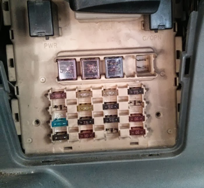 Circuit fuse scheme on Toyota Yaris 1999-2004 (echo)