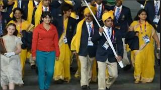 Wanita Misteri berbaju Merah Dalam Perarakan Kontinjen India Olimpik London