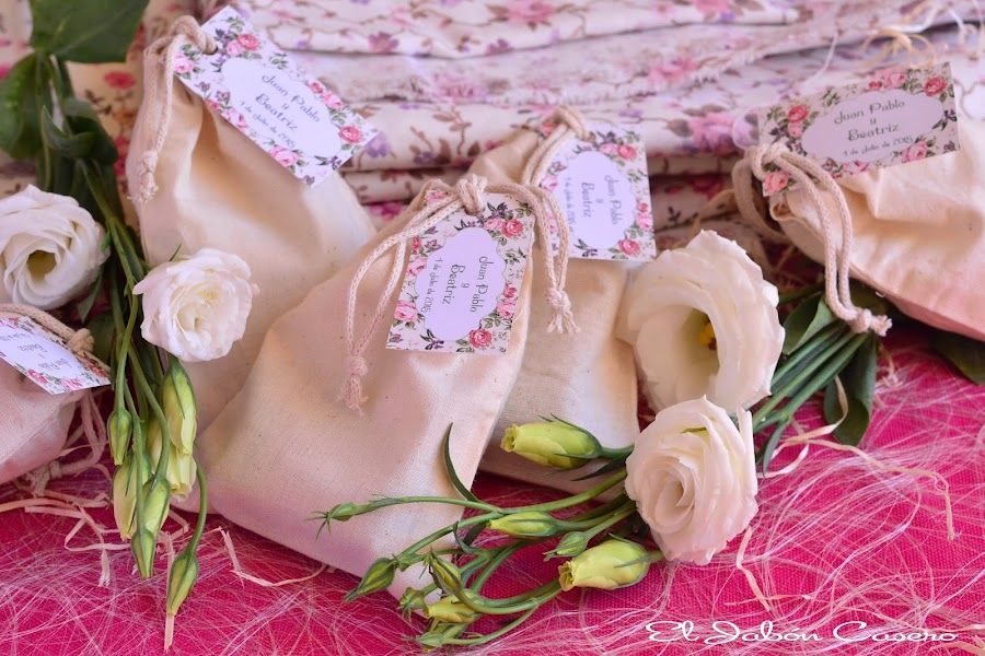 Detalles personalizados boda vintage jabones en bolsitas de algodon