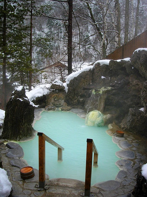 White Bone hot springs at Shirahone Onsen