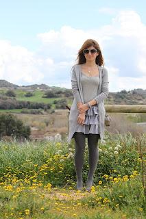 http://1.bp.blogspot.com/-OGNyMW7OawU/UVVT2JVBUiI/AAAAAAAAFnI/eQboaK14opE/s1600/street_style-superdry-falda_vicky-chaqueta_de-Punto-look_en_gris-a_trendy_life+(1).JPG