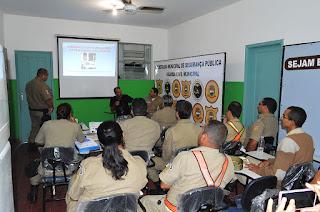 Motociclista Márcio 'Trovão' dá seu depoimento em palestra na Guarda Municipal