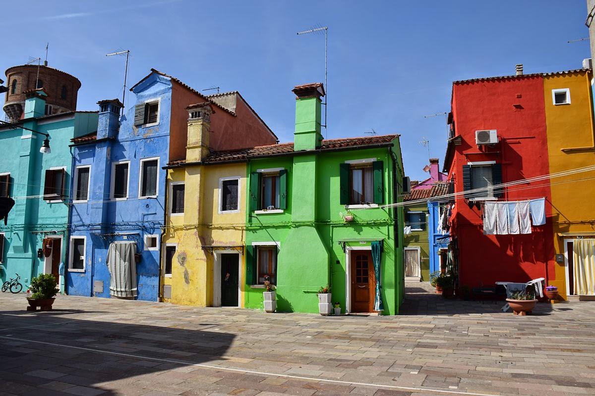 Free se andate a burano vi consiglio di scendere a - Facciate di case colorate ...