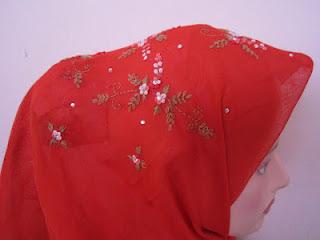 tudung bawal sulam crown merah