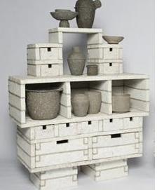 ejemplo de resistencia del papel reciclado. Mueble elaborado con pasta de papel reciclado