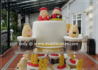 Picture of Penang Cakes - Evadis Cupcakes - Piggies Wedding Fondant Cake Closer View