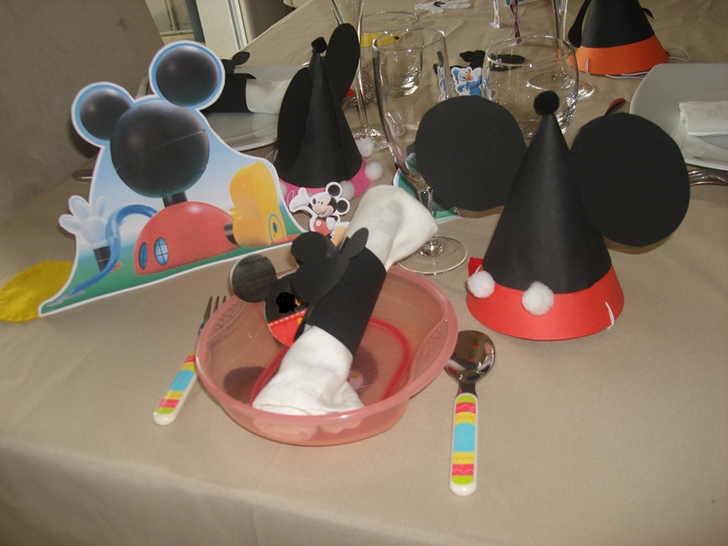 Anniversaire th me mickey mouse y 39 a maman la maison for Decoration maison mickey