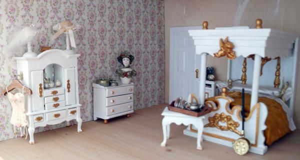 All about dollhouses and miniatures de slaapkamer van het poppenhuis is klaar - Slaapkamer jaar oud ...