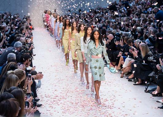 stripes, atmosphere, burberry, fashion, trench, trend, runway, catwalk, finale, petals, london fashion week, fashion week, cara delevingne, chiharu okunugi, christopher bailey, coats, edie campbell, pastels, liu wen, hyde park, jourdan dunn, lace, malaika firth, charlotte wiggins, outerwear, polka dots, heels, couture, cotton, silk, candy, laduree, macaron, garden, english rose, sheer, cashmere
