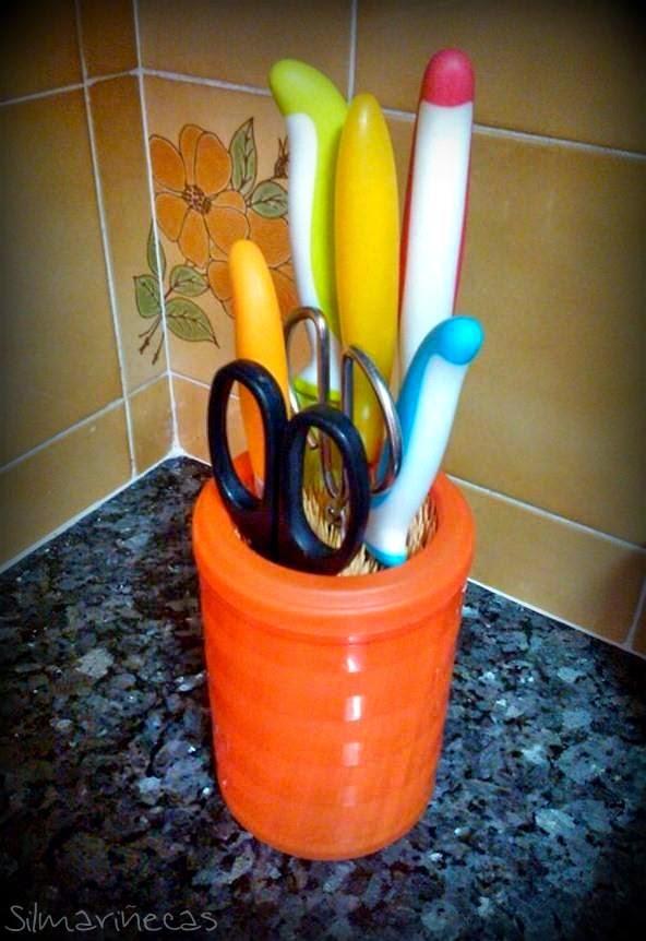 cómo hacer un bote de cuchillos con palos de brocheta