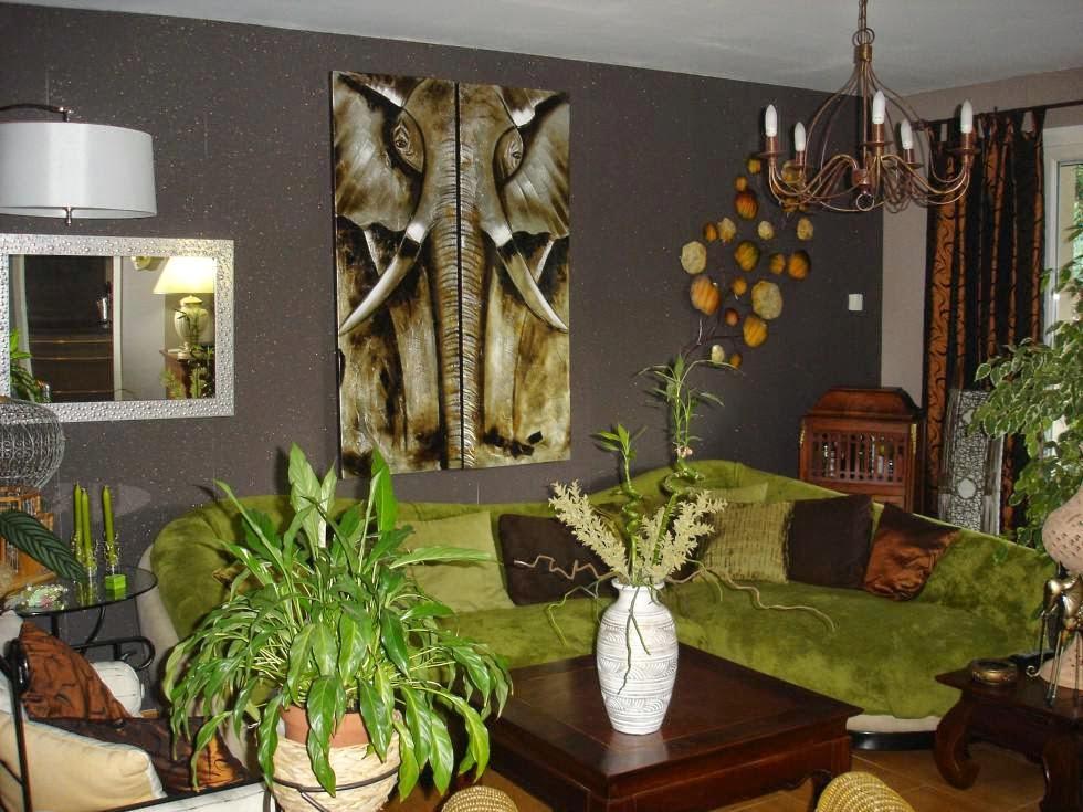 gris oscuro para cubrir las paredes, complementando a unos muebles