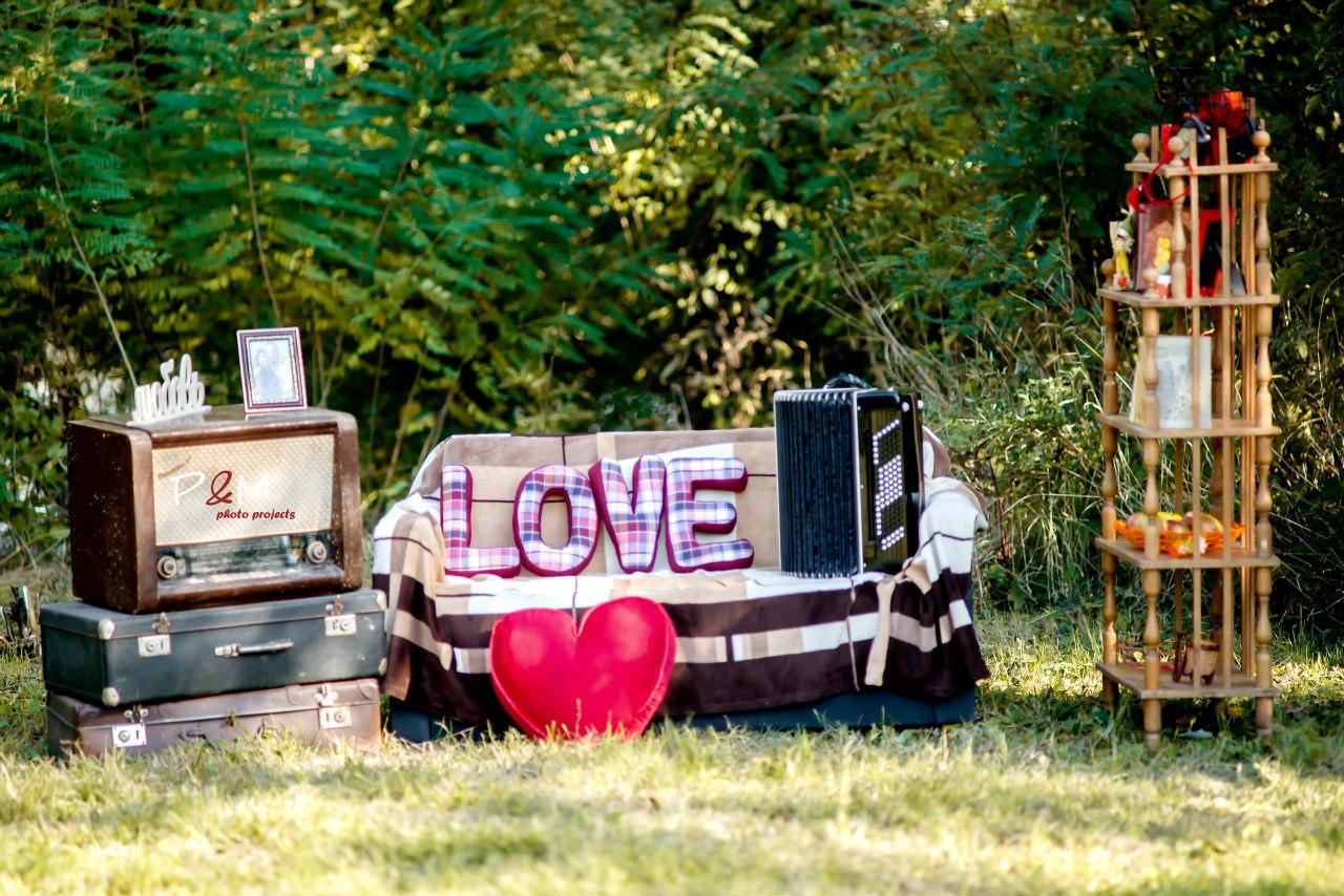 Фото проект Уютная осень, буквы подушки в интерьере, ретро