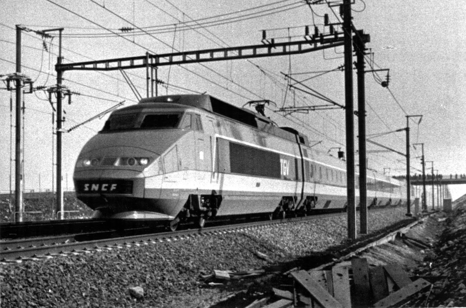 10 Major Mistakes Of World History That Will Make You Forget Yours - Ordering trains that were too broad for the platforms