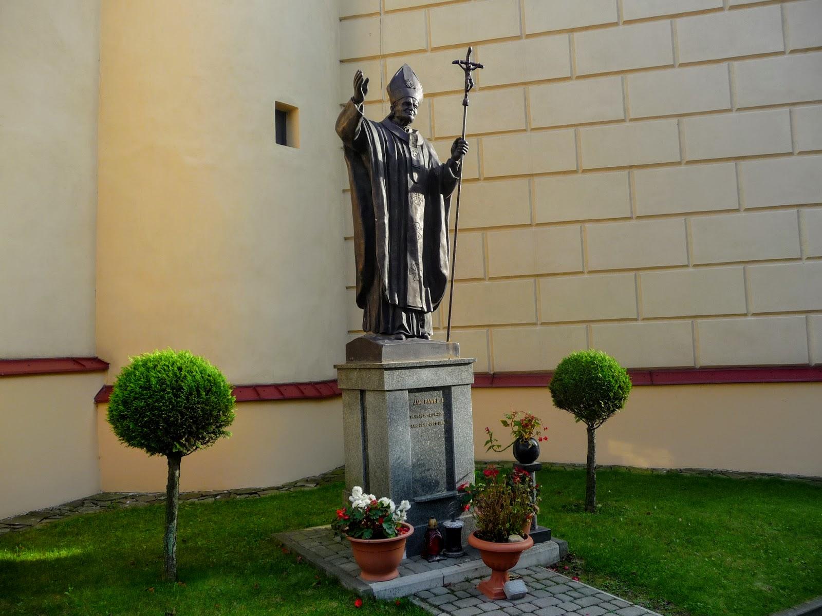 Самбір. Пам'ятник Івану Павлу другому Папі Римському