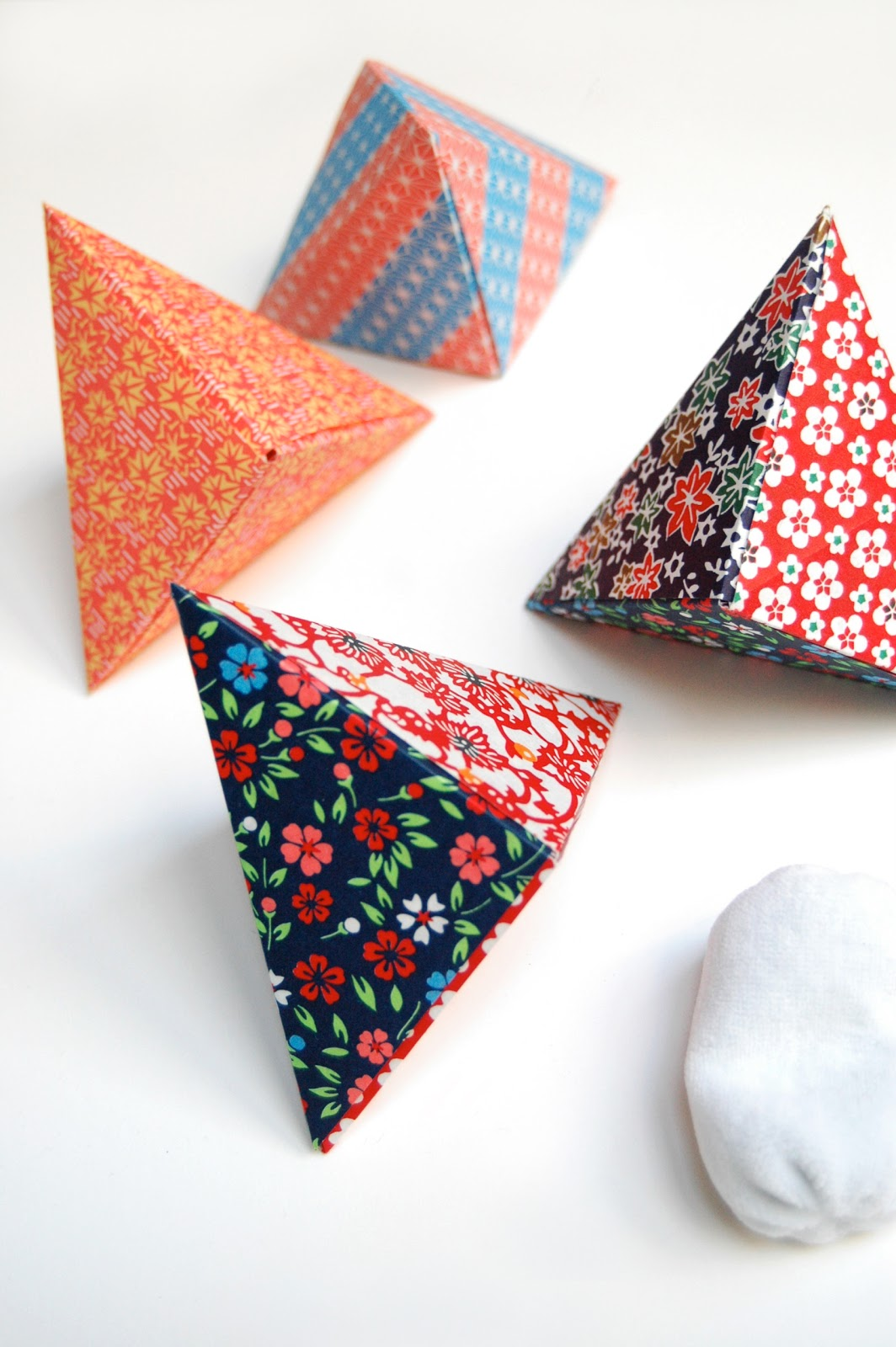 Småkompisar: Make an Origami Box for Small Gifts like ... - photo#7