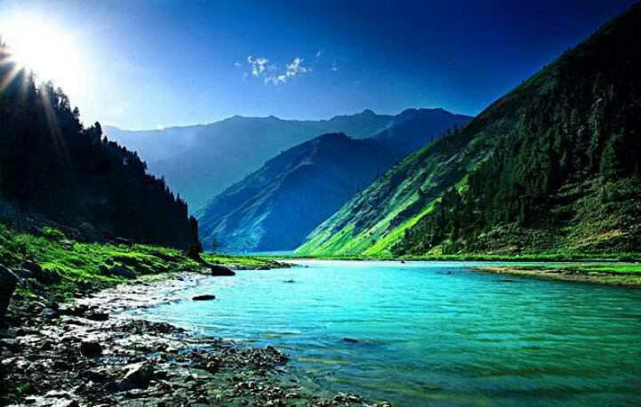 Beautiful Lake Clear Water Green Mountains High Res HD Nature Widescreen Wallpapers