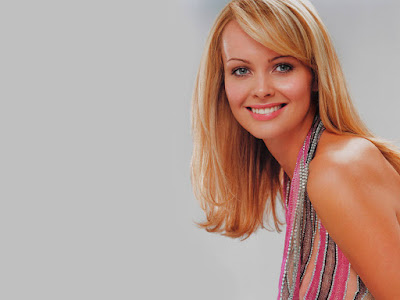 Bond Girl Izabella Scorupco Wallpaper