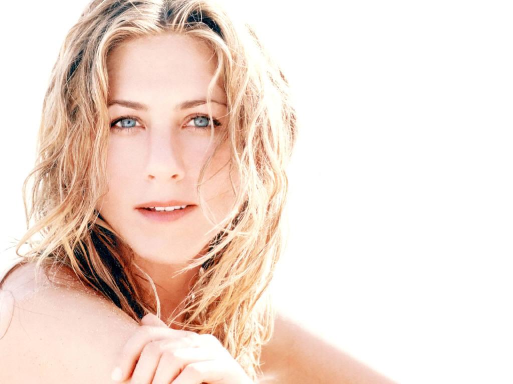 http://1.bp.blogspot.com/-OIrGojKtIe8/TdyCdBl5xSI/AAAAAAAAFPQ/VuWLcsnhWZs/s1600/Hot+Jennifer+Aniston+Pictures.JPG